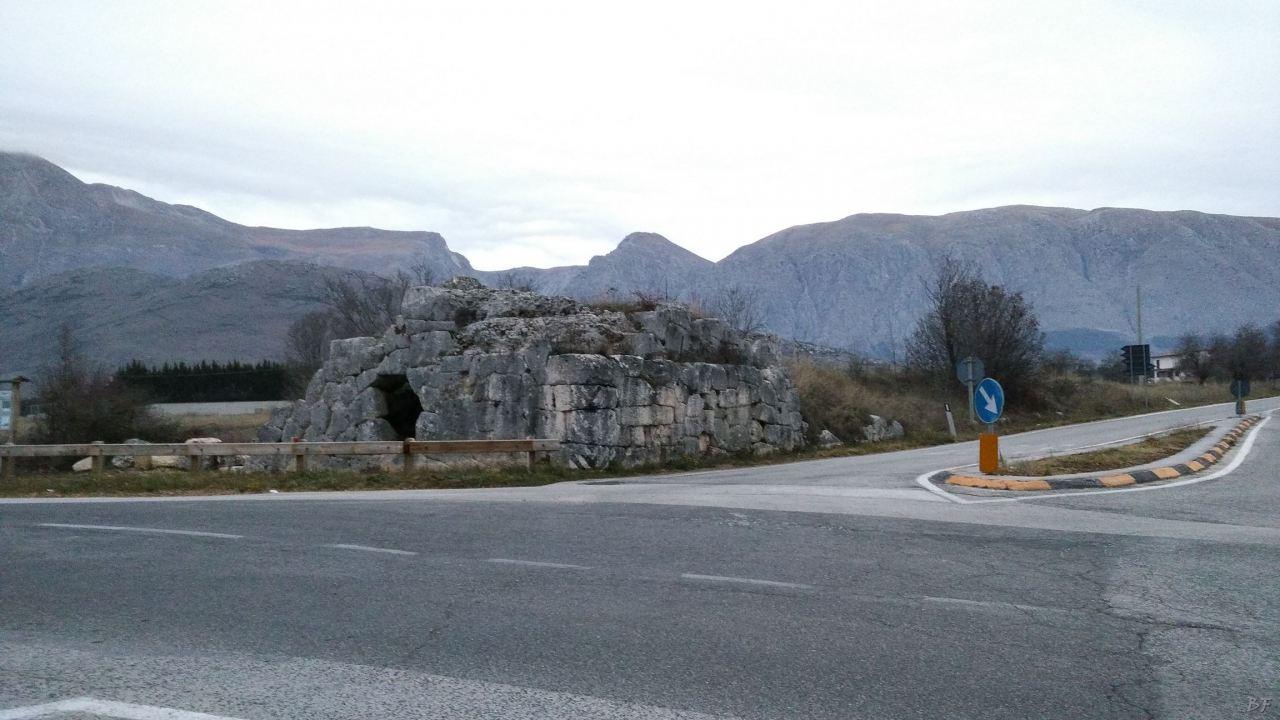 Alba-Fucens-Mura-Poligonali-Megalitiche-Albe-L-Aquila-Abruzzo-Italia-21
