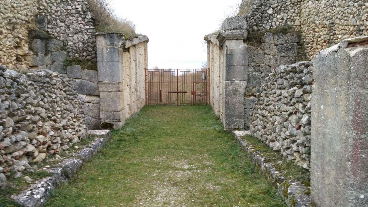 Alba-Fucens-Mura-Poligonali-Megalitiche-Albe-L-Aquila-Abruzzo-Italia-24