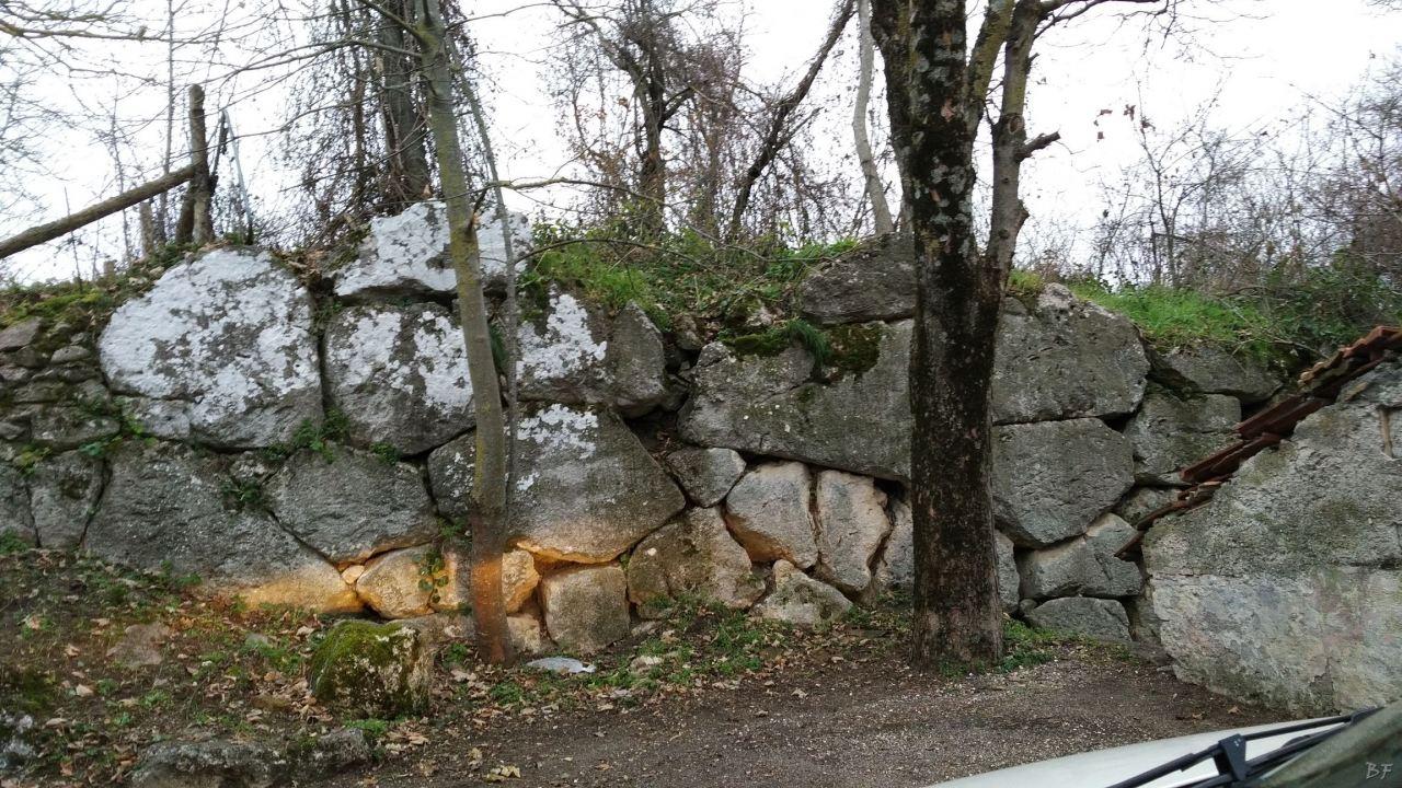 Alba-Fucens-Mura-Poligonali-Megalitiche-Albe-L-Aquila-Abruzzo-Italia-30