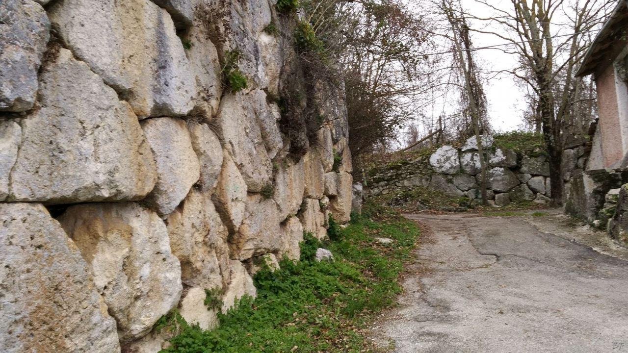 Alba-Fucens-Mura-Poligonali-Megalitiche-Albe-L-Aquila-Abruzzo-Italia-31