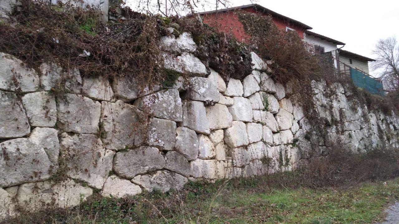 Alba-Fucens-Mura-Poligonali-Megalitiche-Albe-L-Aquila-Abruzzo-Italia-32