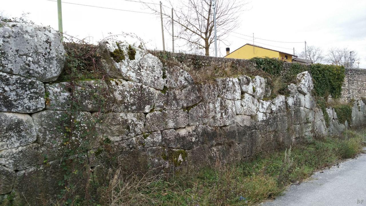 Alba-Fucens-Mura-Poligonali-Megalitiche-Albe-L-Aquila-Abruzzo-Italia-33