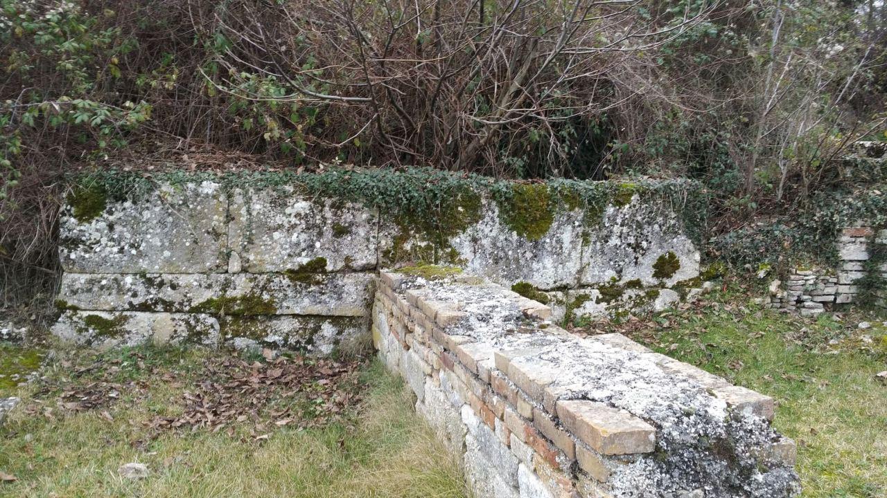 Alba-Fucens-Mura-Poligonali-Megalitiche-Albe-L-Aquila-Abruzzo-Italia-35