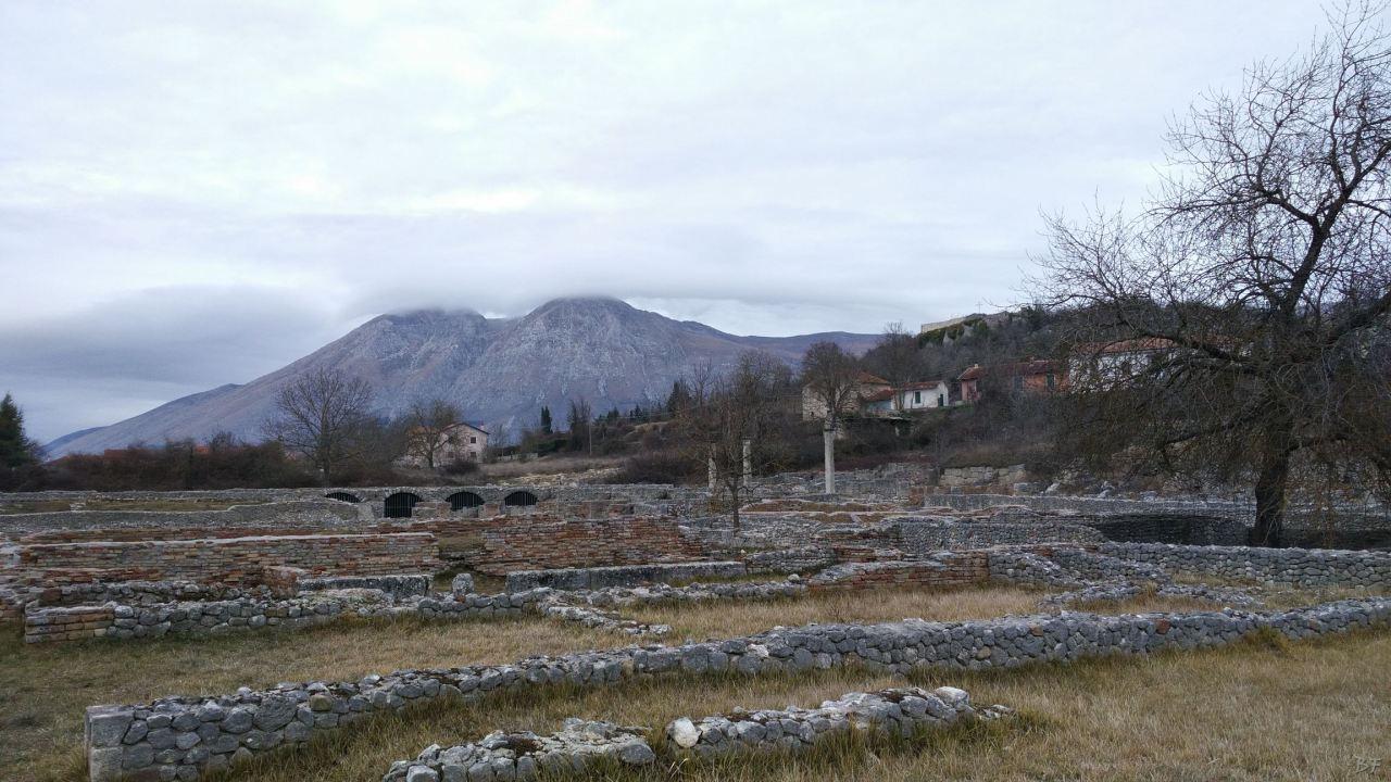 Alba-Fucens-Mura-Poligonali-Megalitiche-Albe-L-Aquila-Abruzzo-Italia-36