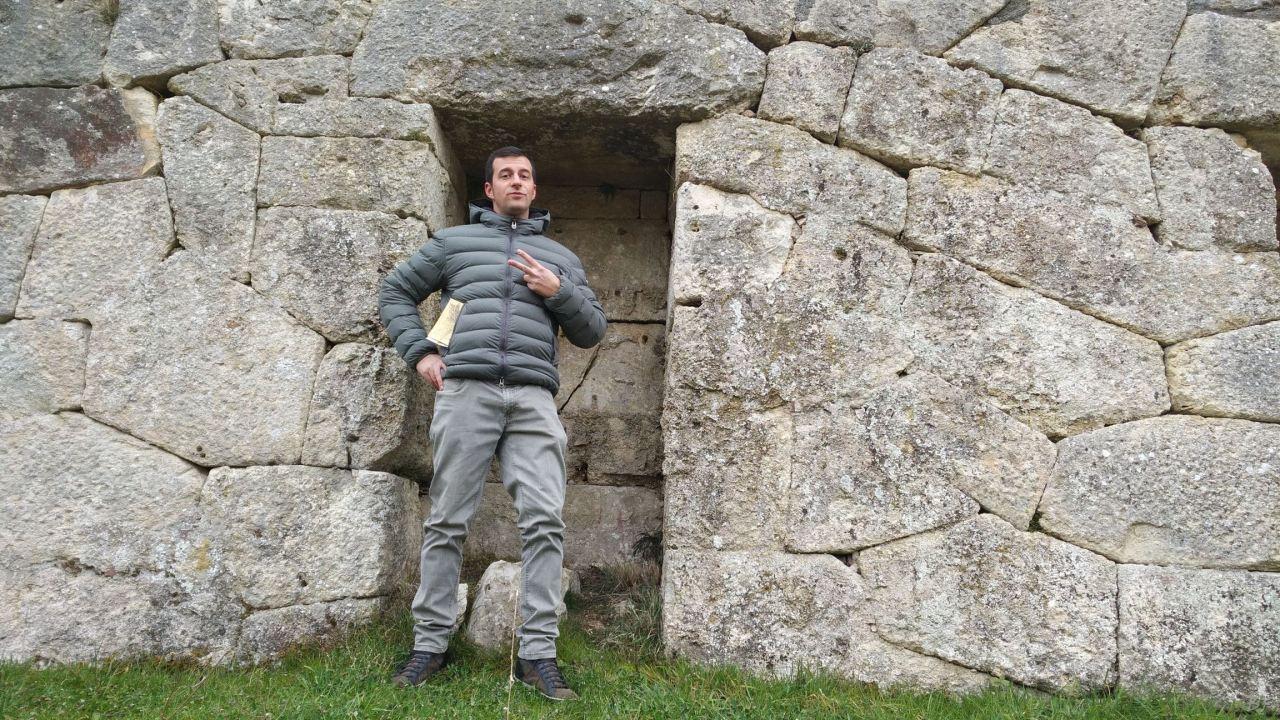 Alba-Fucens-Mura-Poligonali-Megalitiche-Albe-L-Aquila-Abruzzo-Italia-41