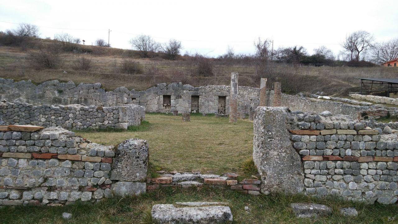 Alba-Fucens-Mura-Poligonali-Megalitiche-Albe-L-Aquila-Abruzzo-Italia-44