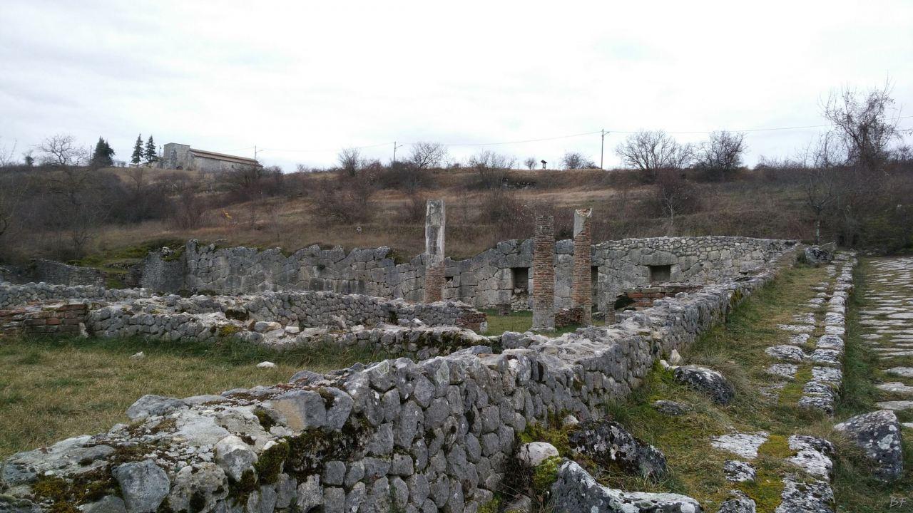 Alba-Fucens-Mura-Poligonali-Megalitiche-Albe-L-Aquila-Abruzzo-Italia-47