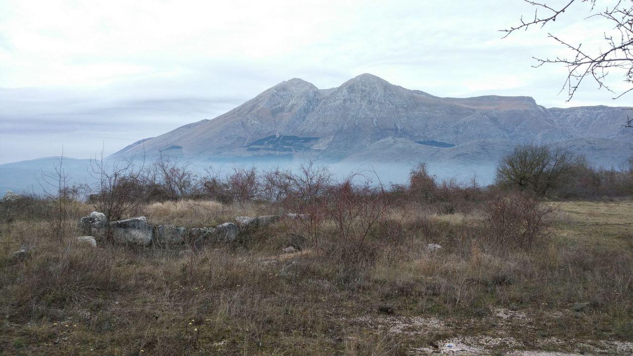 Alba-Fucens-Mura-Poligonali-Megalitiche-Albe-L-Aquila-Abruzzo-Italia-48