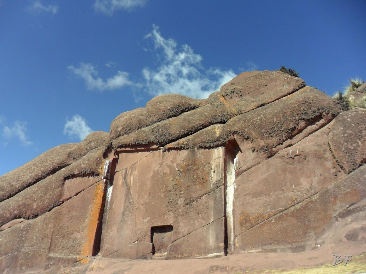 Edificio-Rupestre-Porta-Dimensionale-Megaliti-Aramu-Muru-Puno-Perù-1