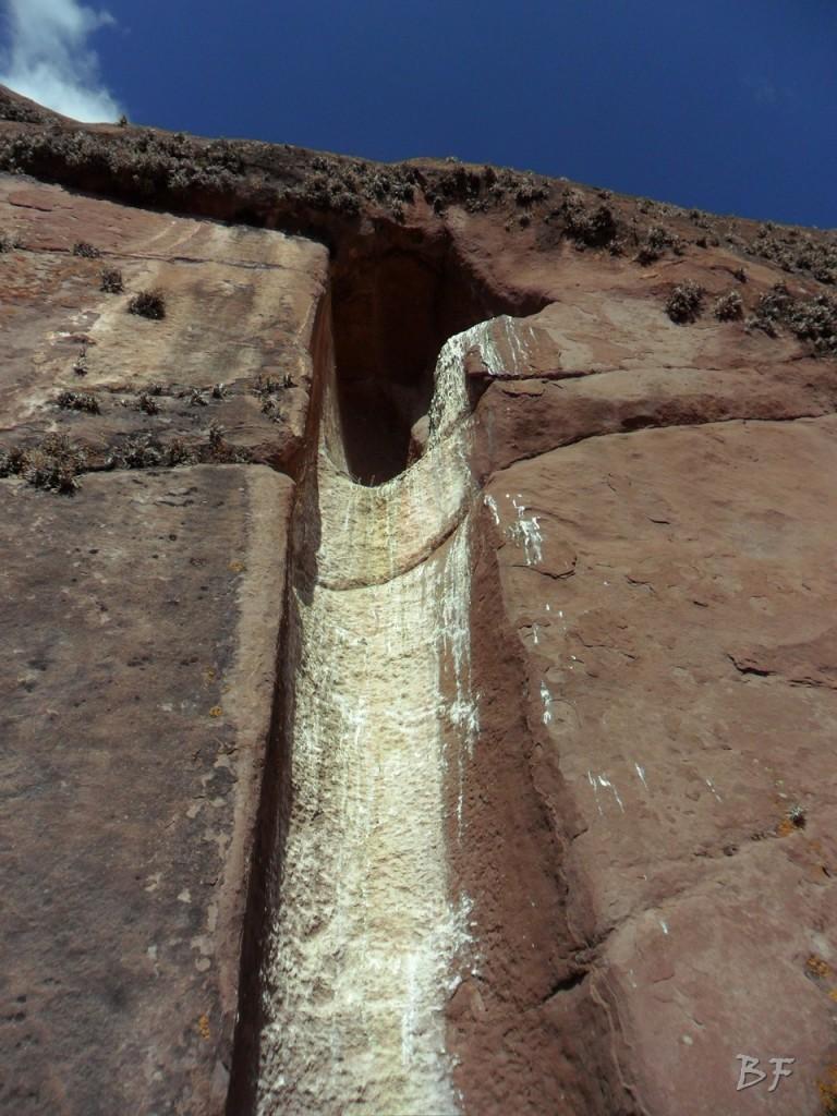 Edificio-Rupestre-Porta-Dimensionale-Megaliti-Aramu-Muru-Puno-Perù-3