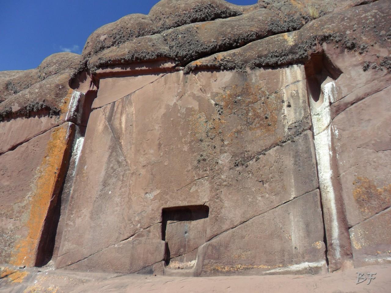Edificio-Rupestre-Porta-Dimensionale-Megaliti-Aramu-Muru-Puno-Perù-6