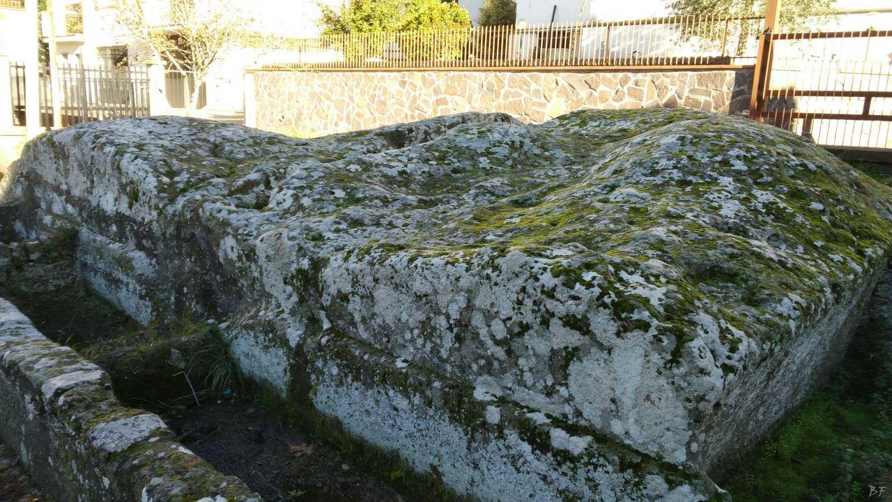 Bomarzo-Piramide-Megalitica-Cart-ruts-ripari-rupestri-Viterbo-Lazio-Italia-24