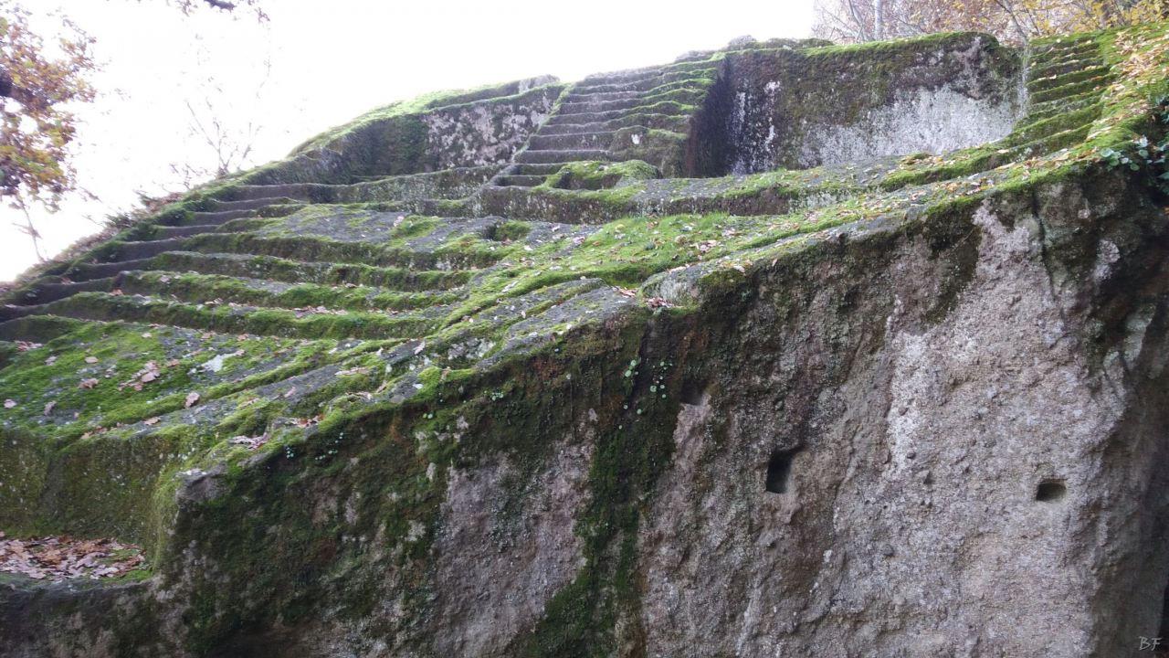 Bomarzo-Piramide-Megalitica-Cart-ruts-ripari-rupestri-Viterbo-Lazio-Italia-28