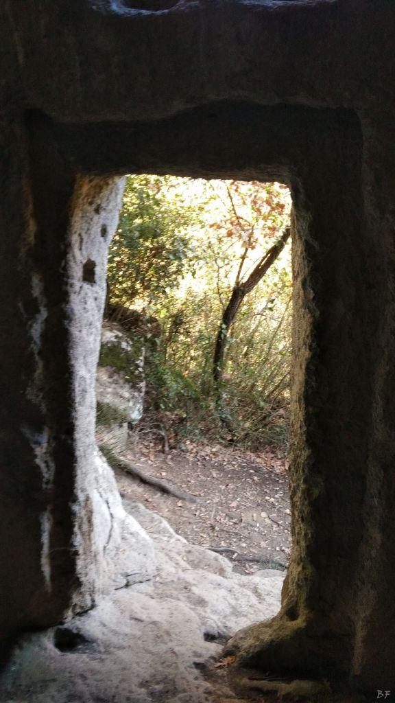 Bomarzo-Piramide-Megalitica-Cart-ruts-ripari-rupestri-Viterbo-Lazio-Italia-42