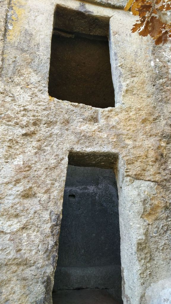 Bomarzo-Piramide-Megalitica-Cart-ruts-ripari-rupestri-Viterbo-Lazio-Italia-44