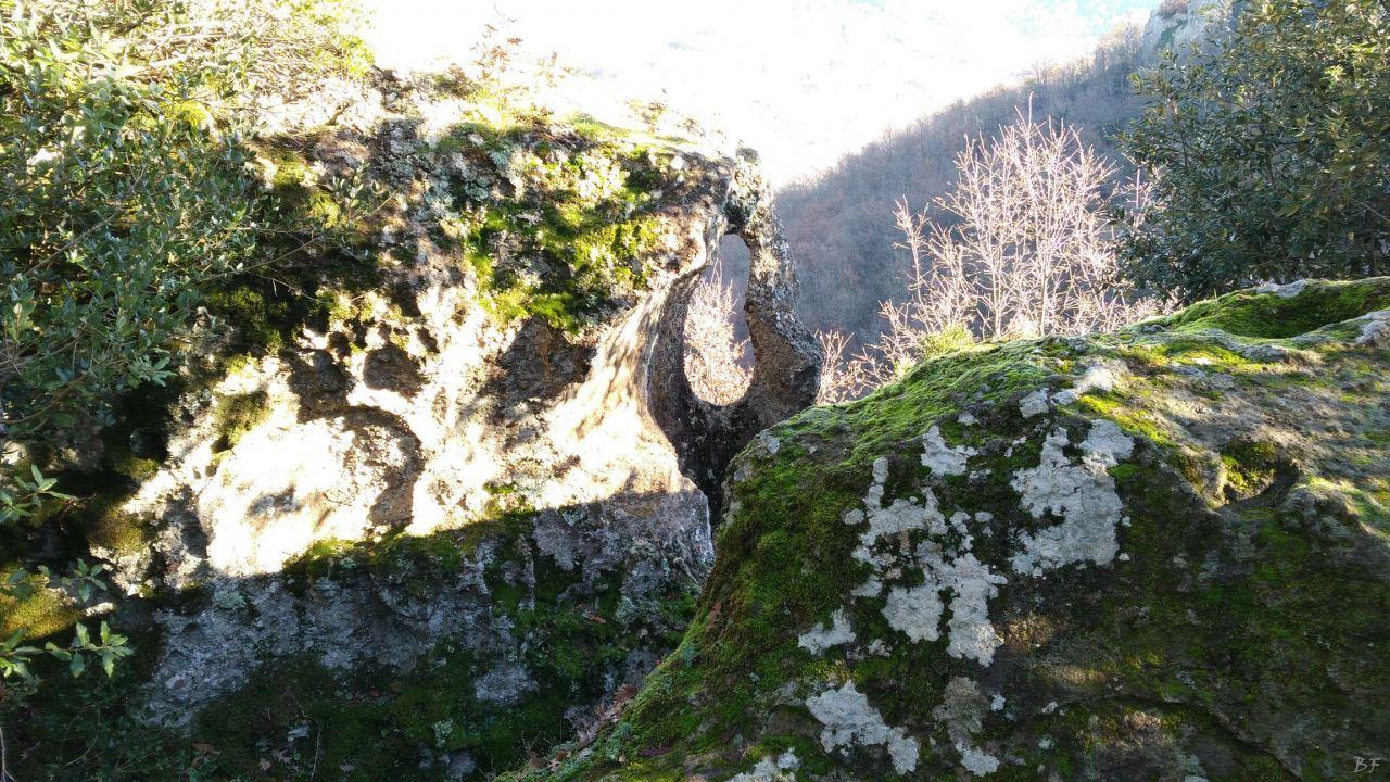 Bomarzo-Piramide-Megalitica-Cart-ruts-ripari-rupestri-Viterbo-Lazio-Italia-45