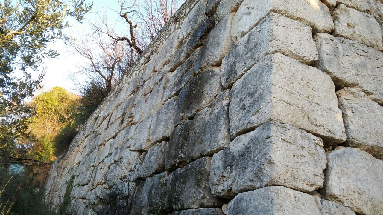 Cesi-Terrazzamento-Poligonale-Megalitico-Terni-Umbria-Italia-3