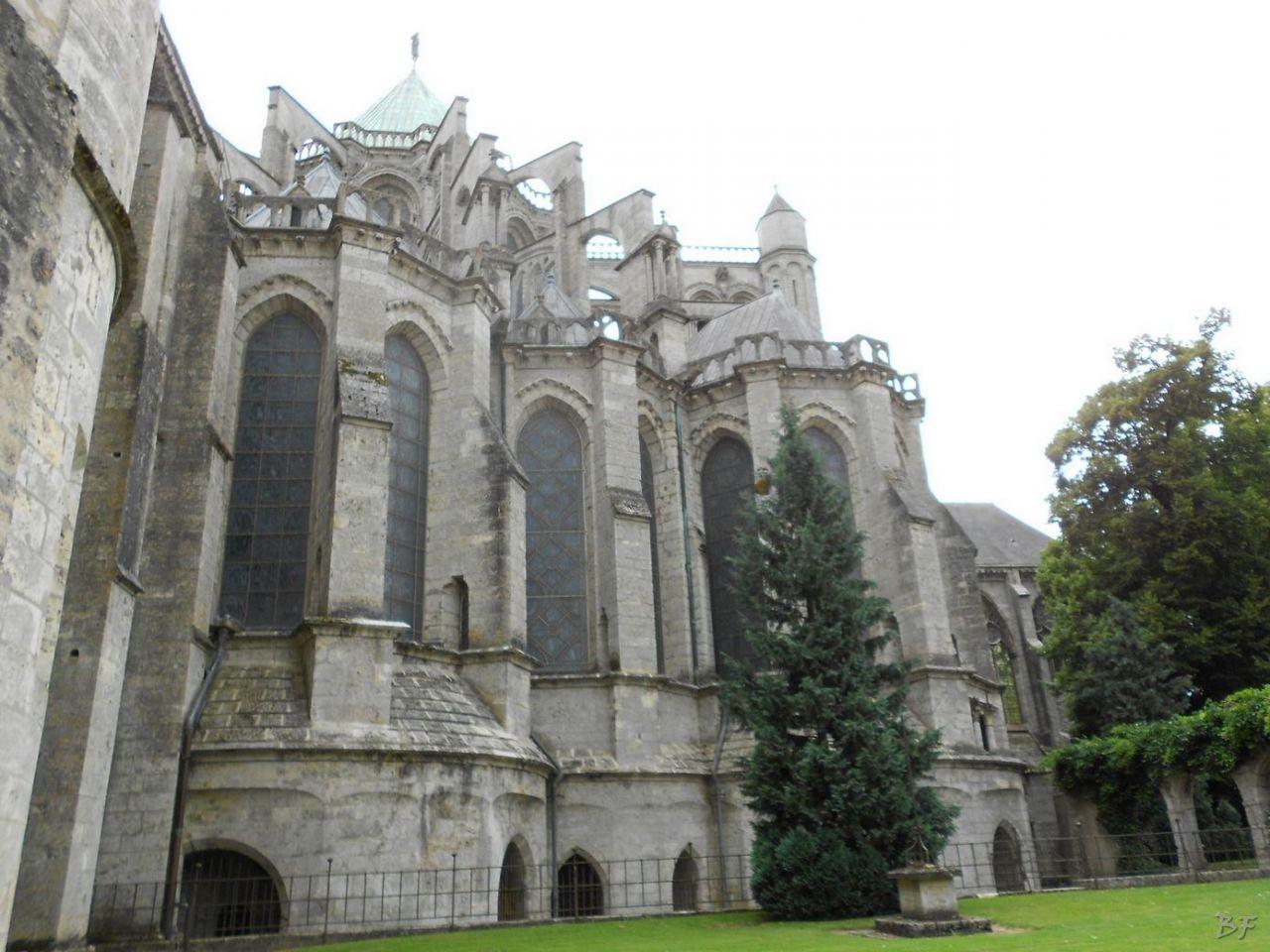 Cattedrale-Gotica-della-Vergine-Chartres-Eure-et-Loir-Centre-Val-de-Loire-Francia-1