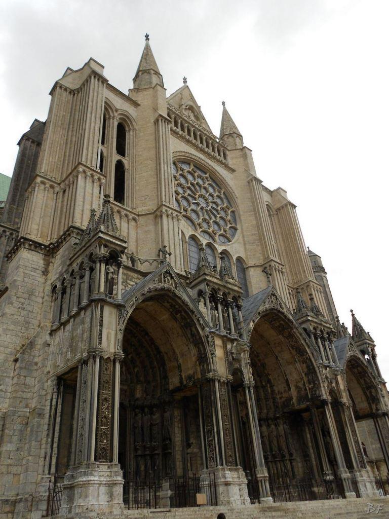 Cattedrale-Gotica-della-Vergine-Chartres-Eure-et-Loir-Centre-Val-de-Loire-Francia-9