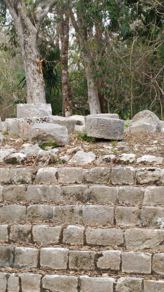 Sito-Megalitico-Maya-Chichen-Itza-Yucatan-Messico-37