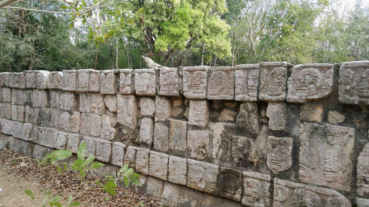 Sito-Megalitico-Maya-Chichen-Itza-Yucatan-Messico-54