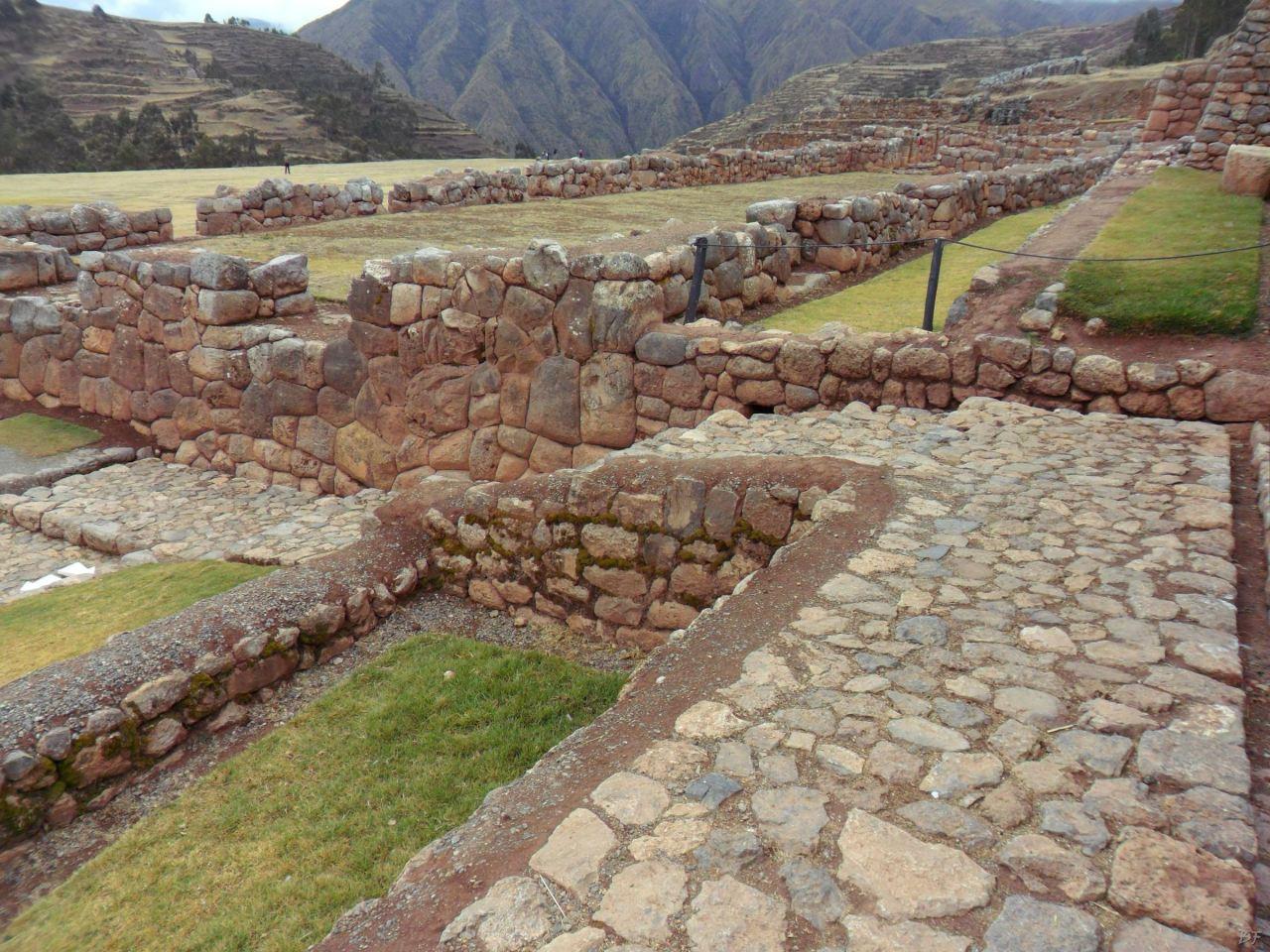 Chinchero-Mura-Poligonali-Piramide-Urubamba-Peru-25
