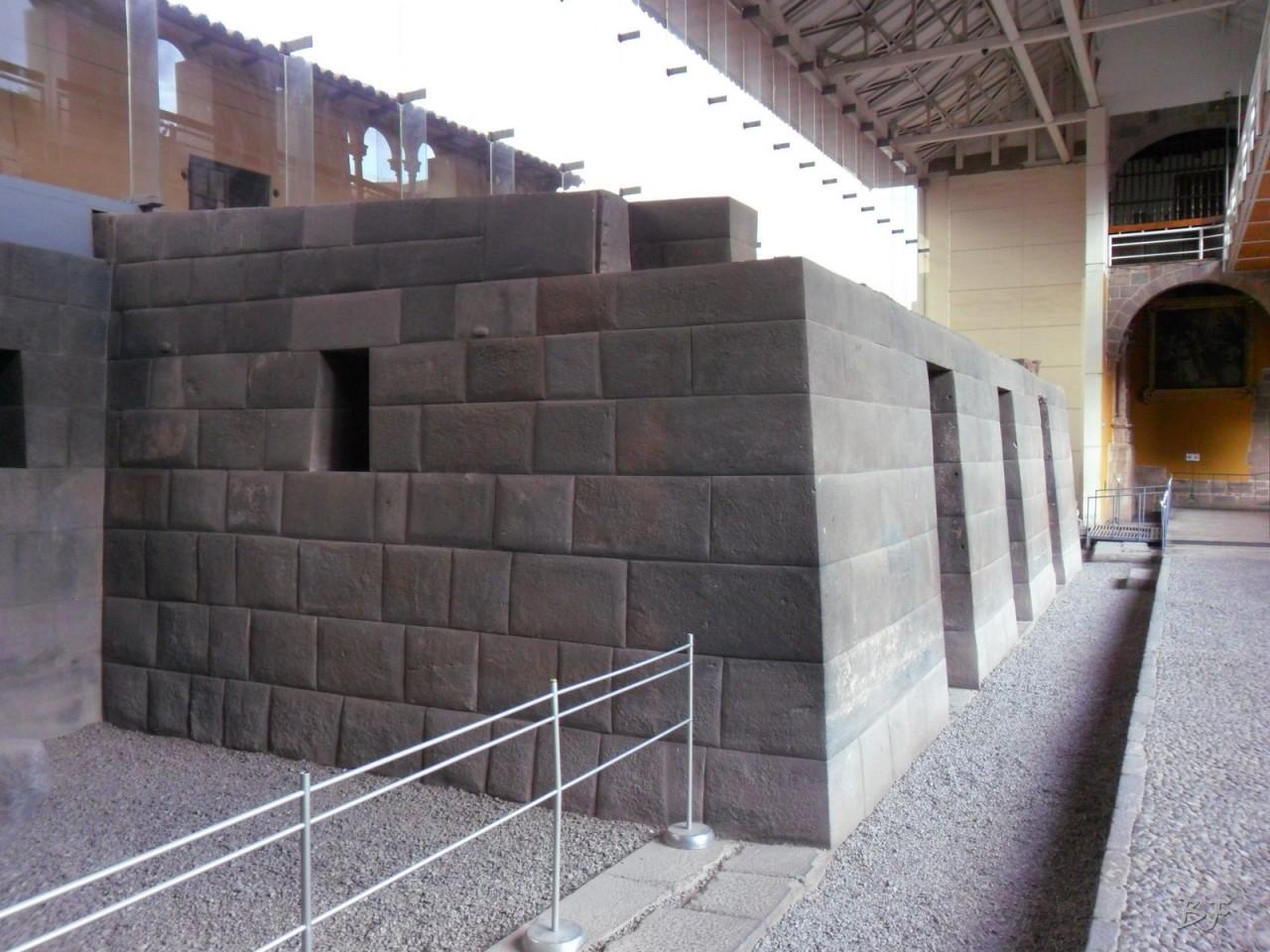 Mura-Poligonali-Megaliti-Tempio-Coricancha-Cusco-Perù-24