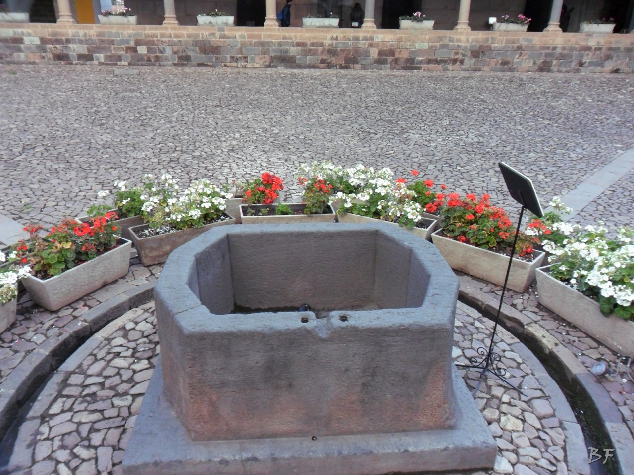 Mura-Poligonali-Megaliti-Tempio-Coricancha-Cusco-Perù-44