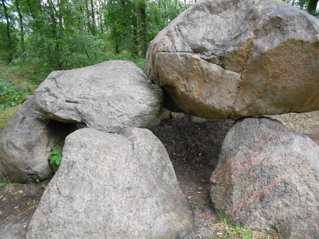 Hunebedden-Dolmen-Megaliti-Groeningen-Drenthe-Paesi-Bassi-15