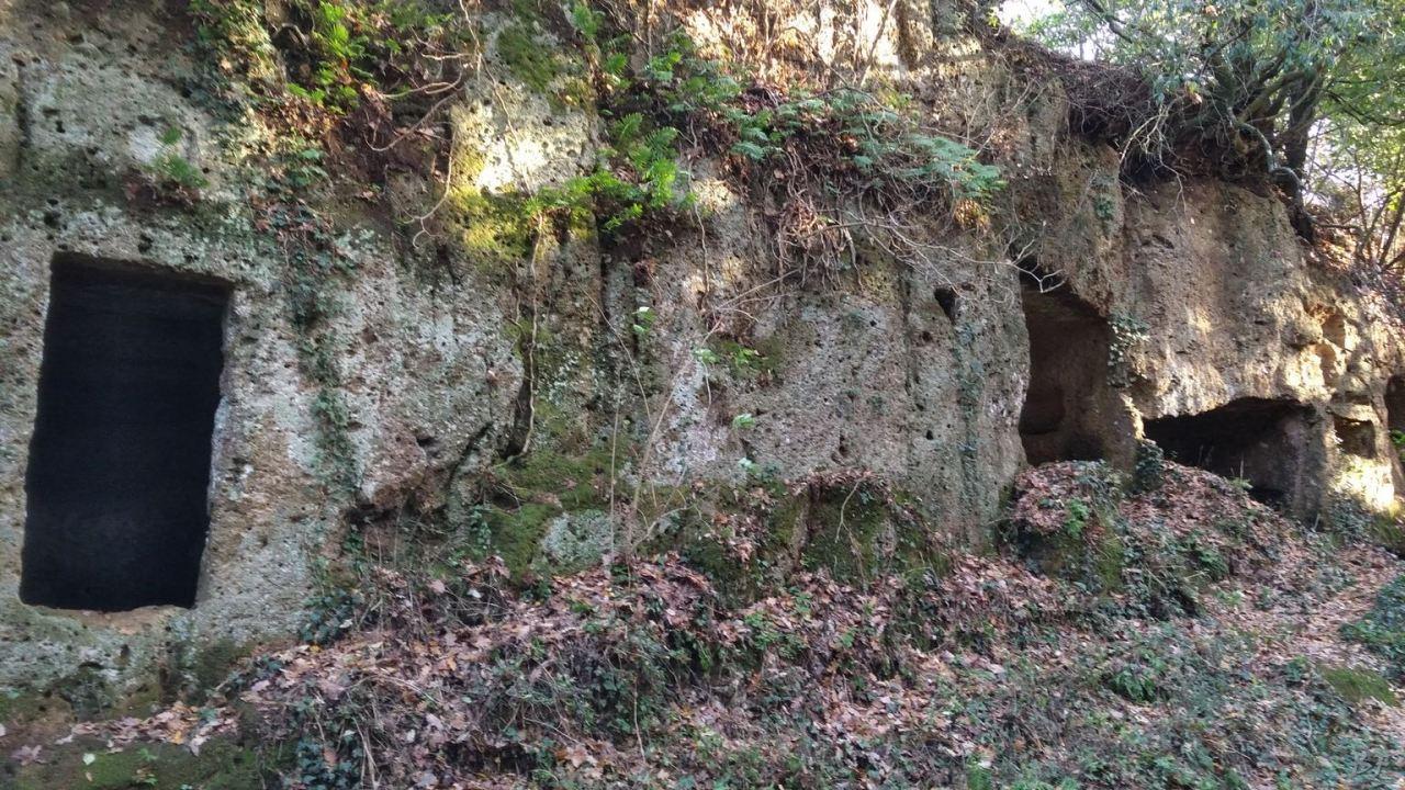 Falerii-Novi-Megaliti-Ipogei-Abitazioni-Rupestri-Viterbo-Lazio-Italia-10