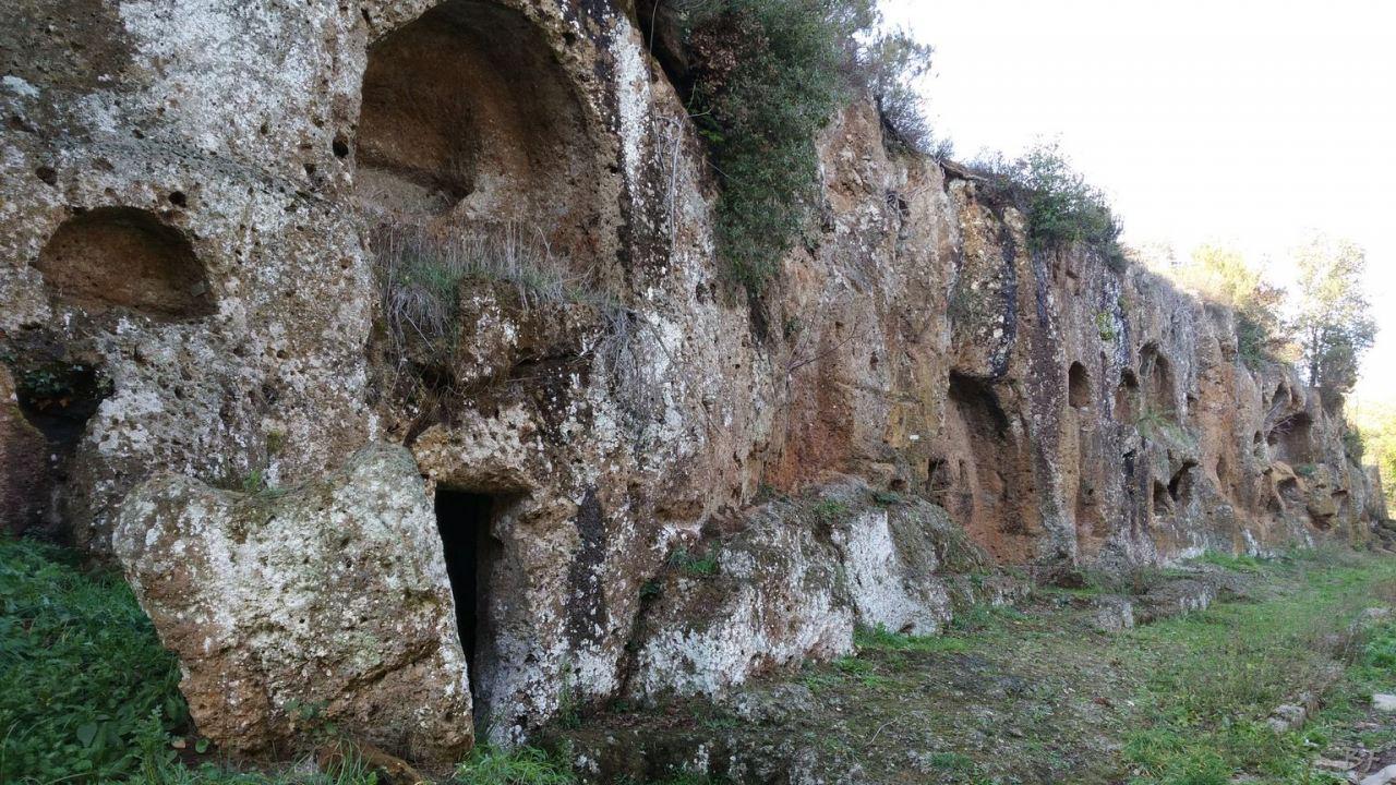 Falerii-Novi-Megaliti-Ipogei-Abitazioni-Rupestri-Viterbo-Lazio-Italia-26