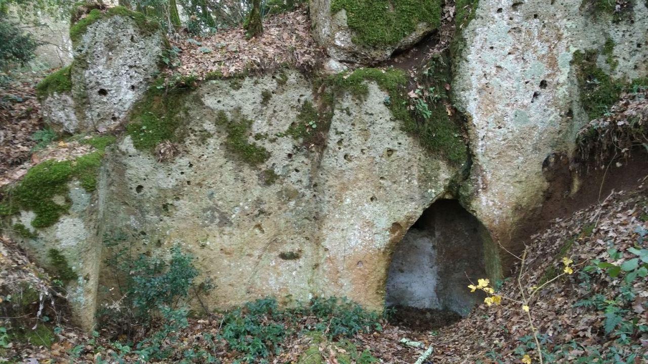 Falerii-Novi-Megaliti-Ipogei-Abitazioni-Rupestri-Viterbo-Lazio-Italia-8