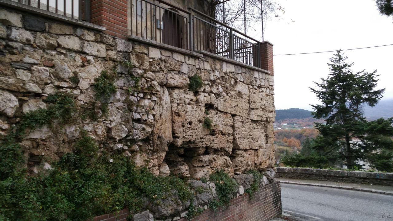 Isernia-Mura-Megalitiche-Poligonali-Italia-1