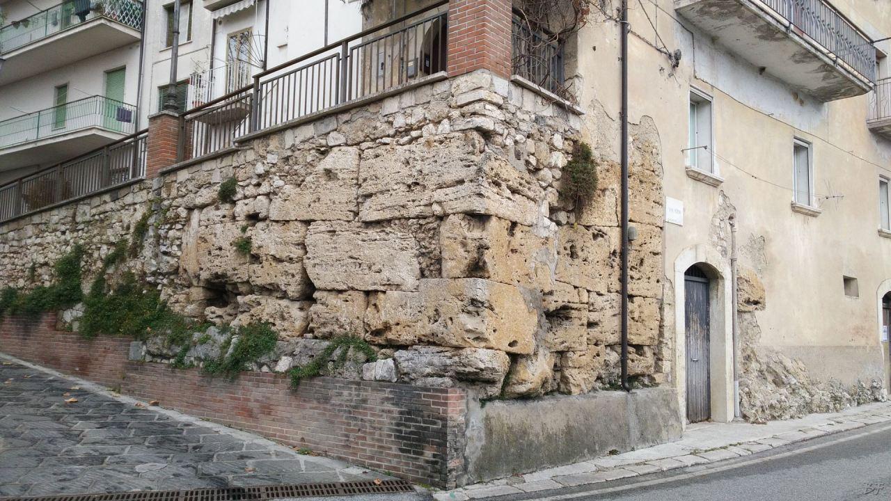 Isernia-Mura-Megalitiche-Poligonali-Italia-2