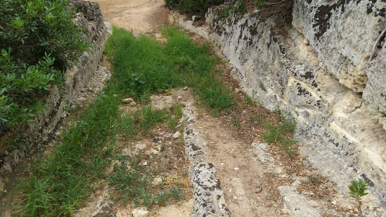 Insediamento-rupestre-Lamacornola-Ostuni-Brindisi-Salento-Puglia-Italia-4