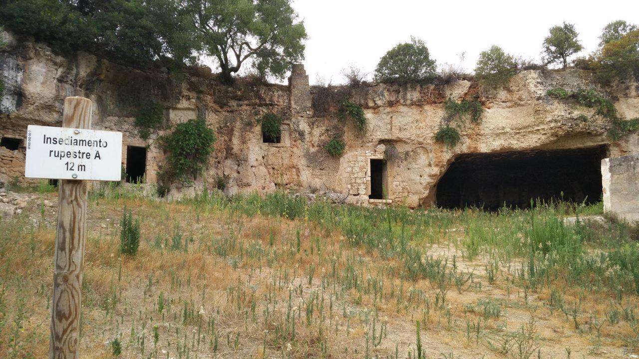 Insediamento-rupestre-Lamacornola-Ostuni-Brindisi-Salento-Puglia-Italia-5