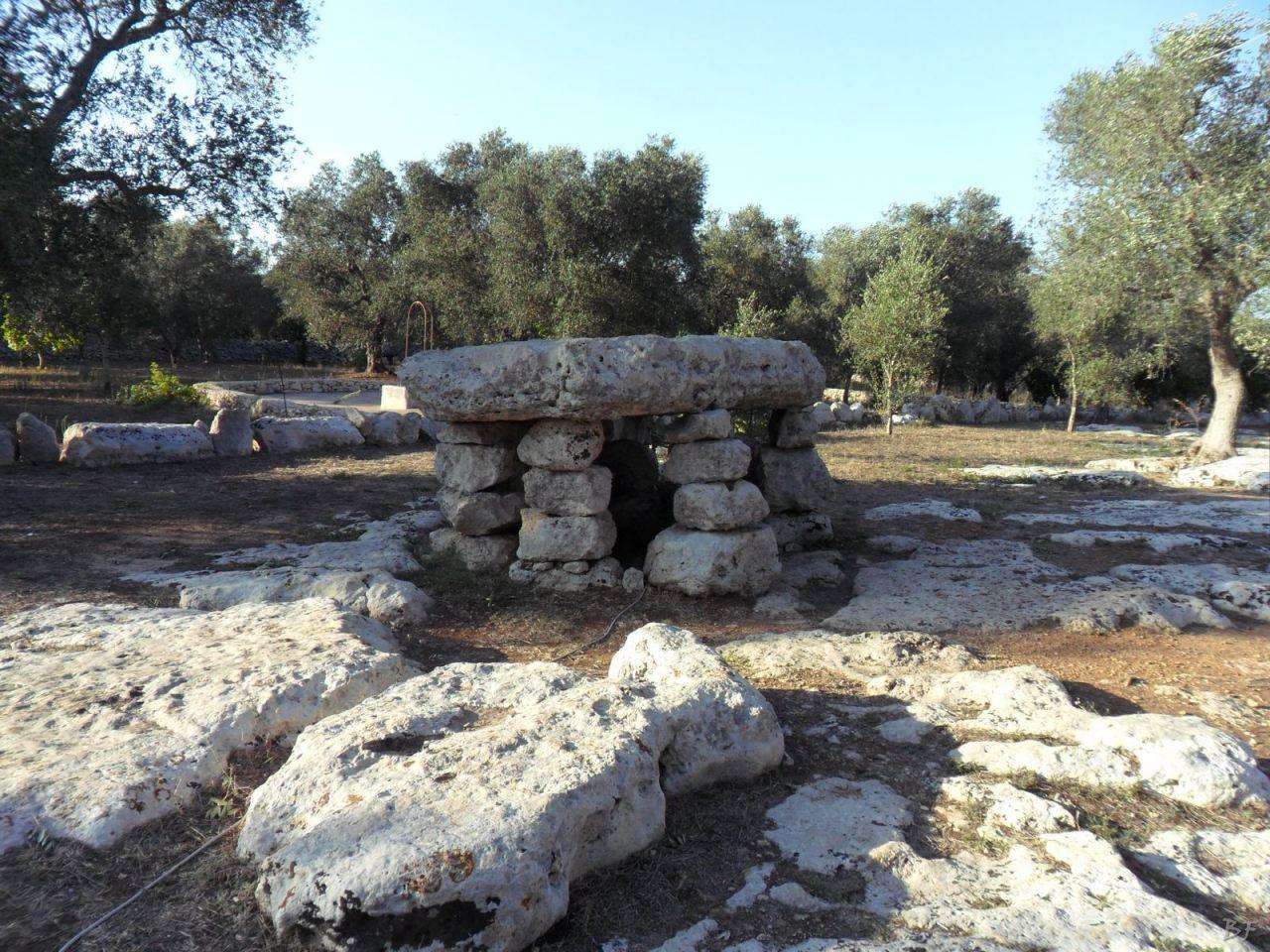 Dolmen-Li-Scusi-Minervino-Megaliti-Salento-Lecce-Puglia-Italia-1