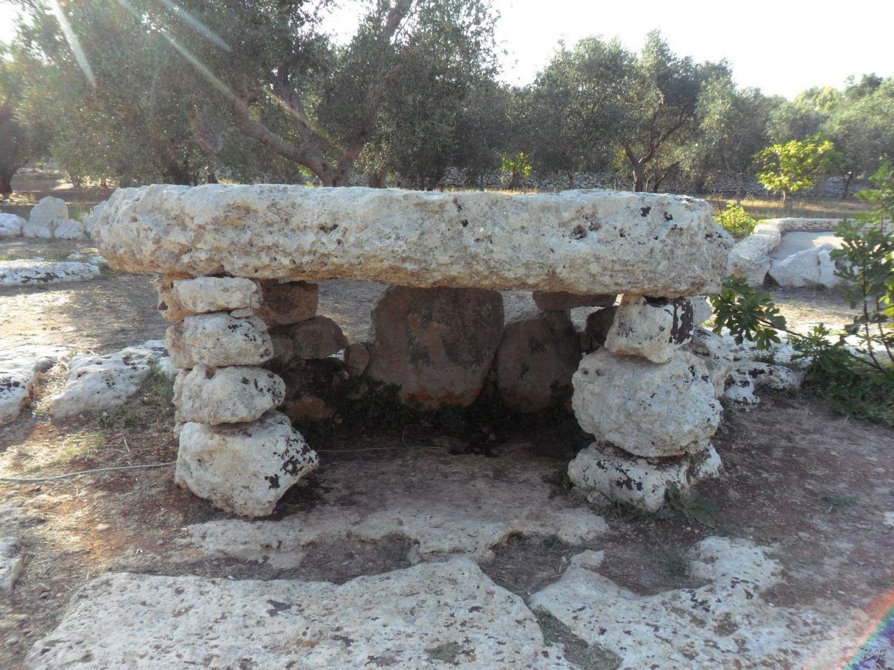 Dolmen-Li-Scusi-Minervino-Megaliti-Salento-Lecce-Puglia-Italia-2