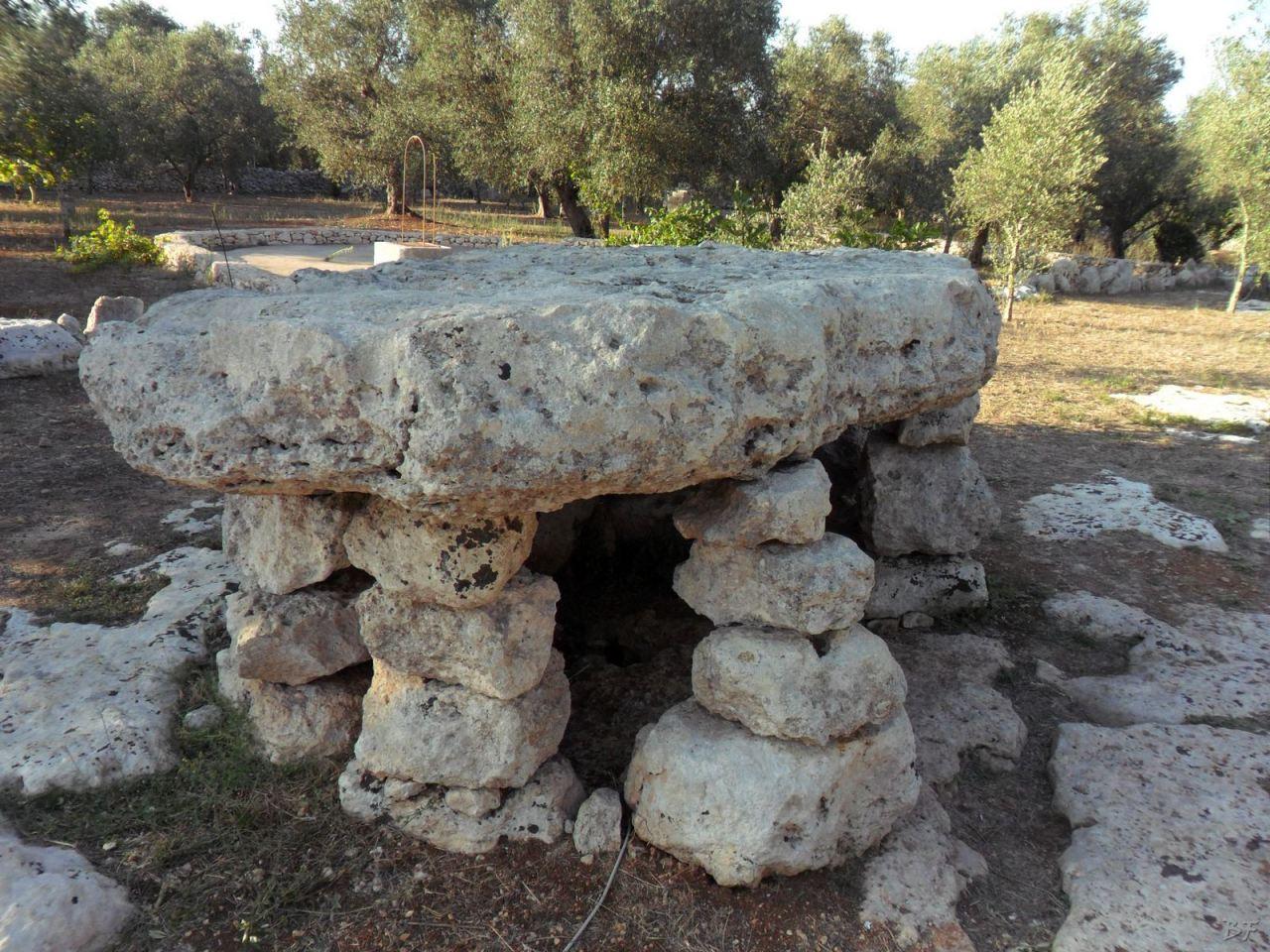Dolmen-Li-Scusi-Minervino-Megaliti-Salento-Lecce-Puglia-Italia-3
