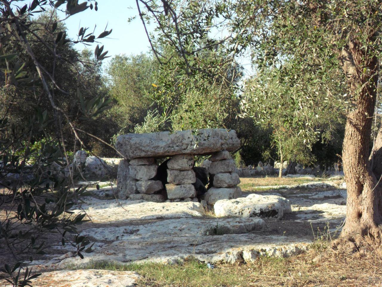 Dolmen-Li-Scusi-Minervino-Megaliti-Salento-Lecce-Puglia-Italia-5