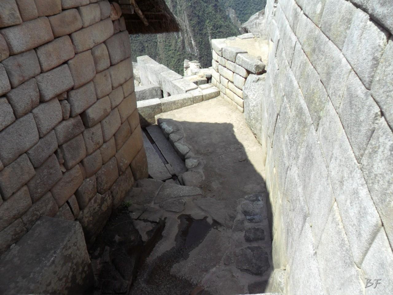 Mura-Poligonali-Incisioni-Altari-Edifici-Rupestri-Megaliti-Machu-Picchu-Aguas-Calientes-Urubamba-Cusco-Perù-1