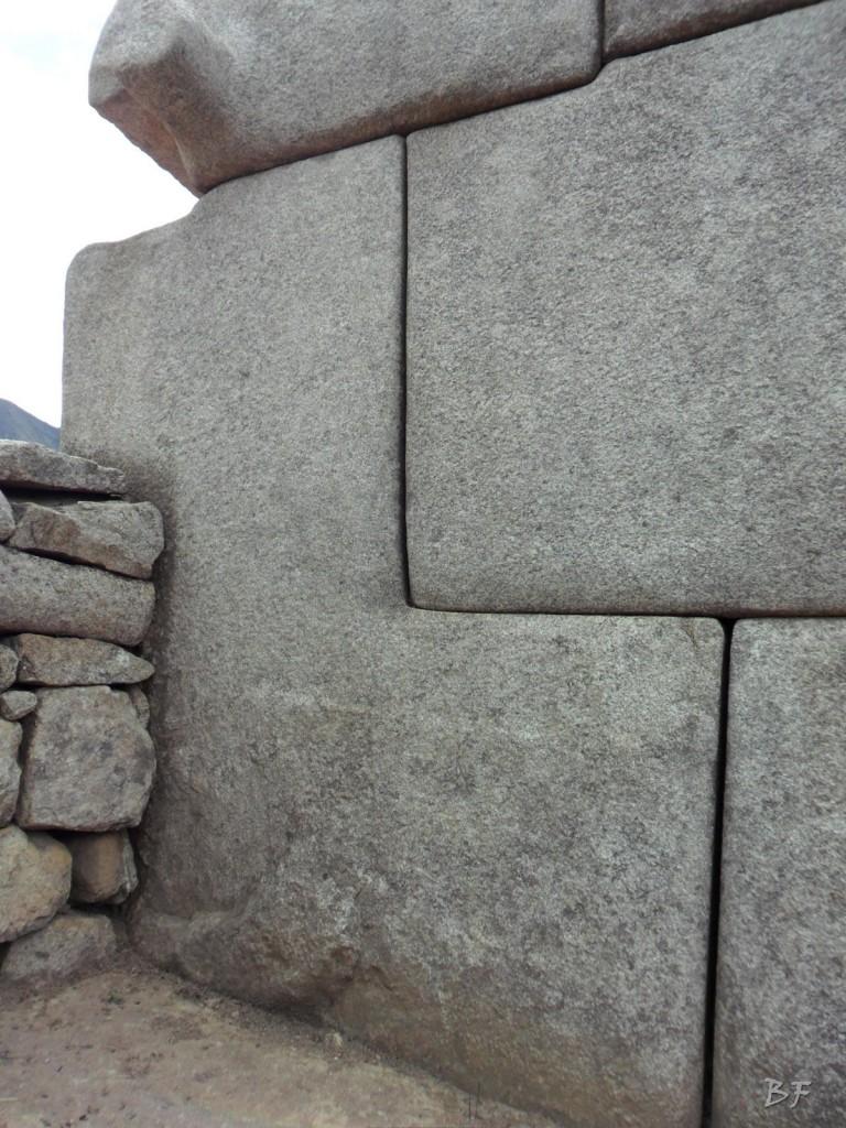 Mura-Poligonali-Incisioni-Altari-Edifici-Rupestri-Megaliti-Machu-Picchu-Aguas-Calientes-Urubamba-Cusco-Perù-102