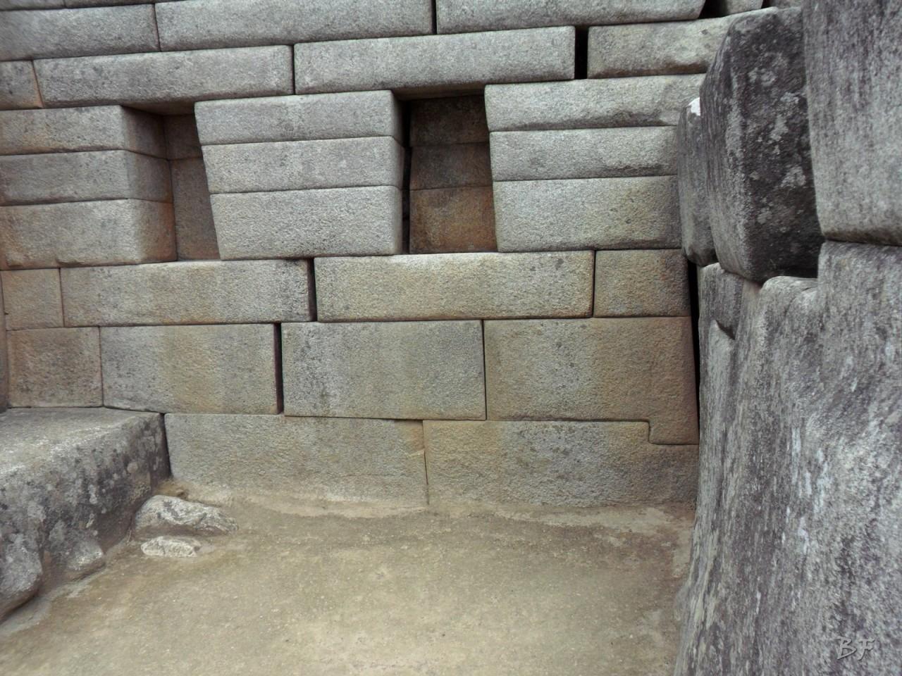 Mura-Poligonali-Incisioni-Altari-Edifici-Rupestri-Megaliti-Machu-Picchu-Aguas-Calientes-Urubamba-Cusco-Perù-110
