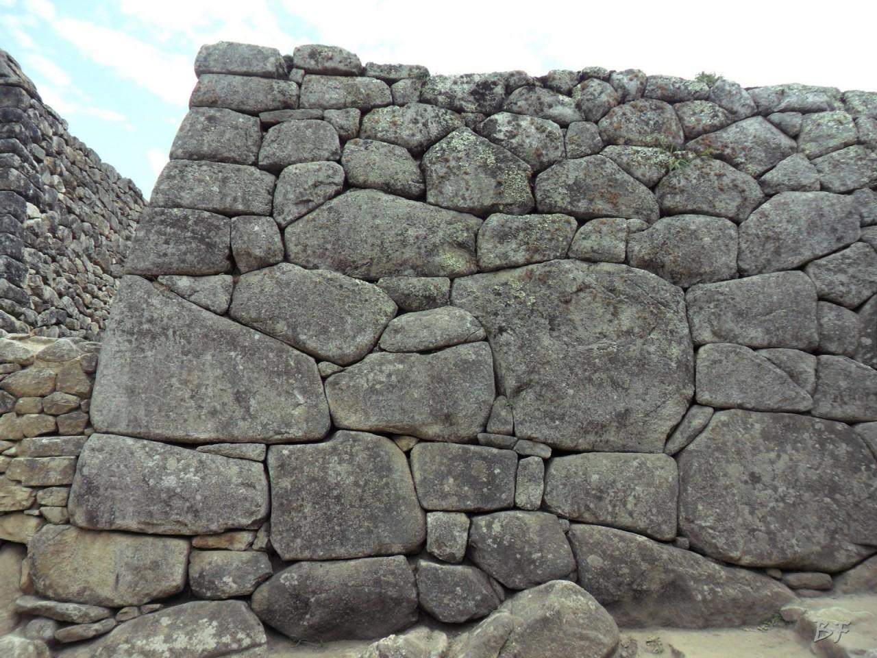 Mura-Poligonali-Incisioni-Altari-Edifici-Rupestri-Megaliti-Machu-Picchu-Aguas-Calientes-Urubamba-Cusco-Perù-131