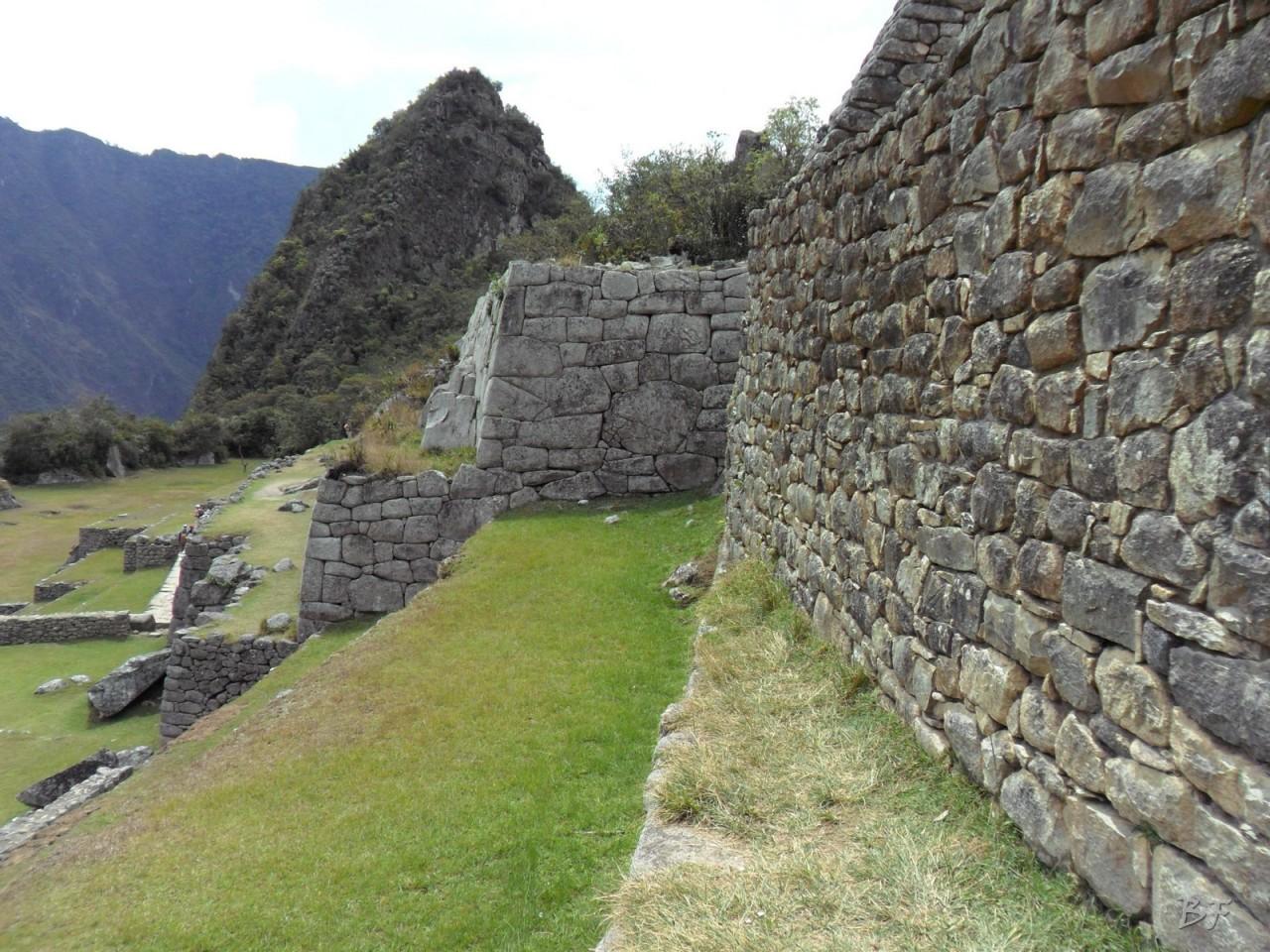 Mura-Poligonali-Incisioni-Altari-Edifici-Rupestri-Megaliti-Machu-Picchu-Aguas-Calientes-Urubamba-Cusco-Perù-135