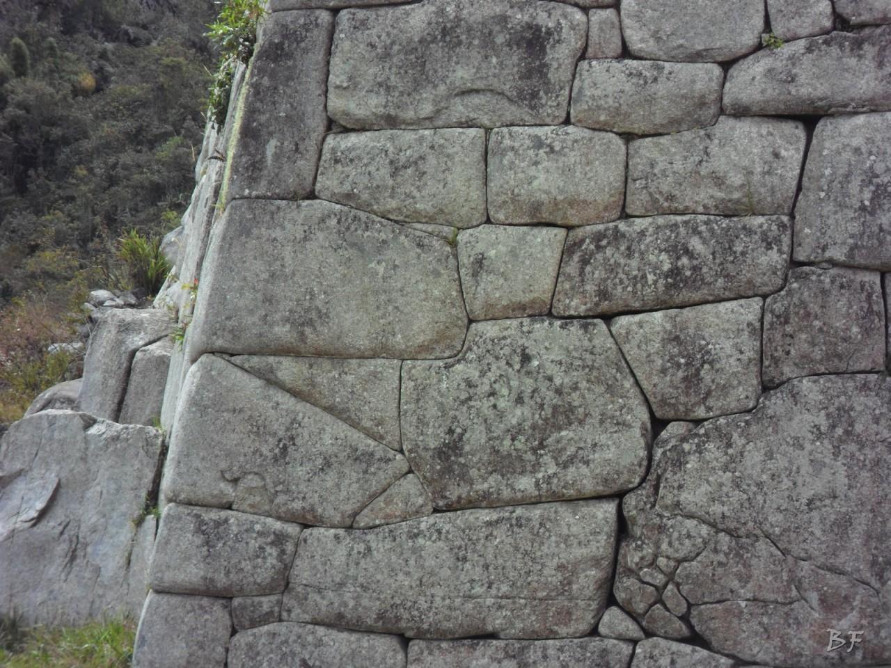 Mura-Poligonali-Incisioni-Altari-Edifici-Rupestri-Megaliti-Machu-Picchu-Aguas-Calientes-Urubamba-Cusco-Perù-138