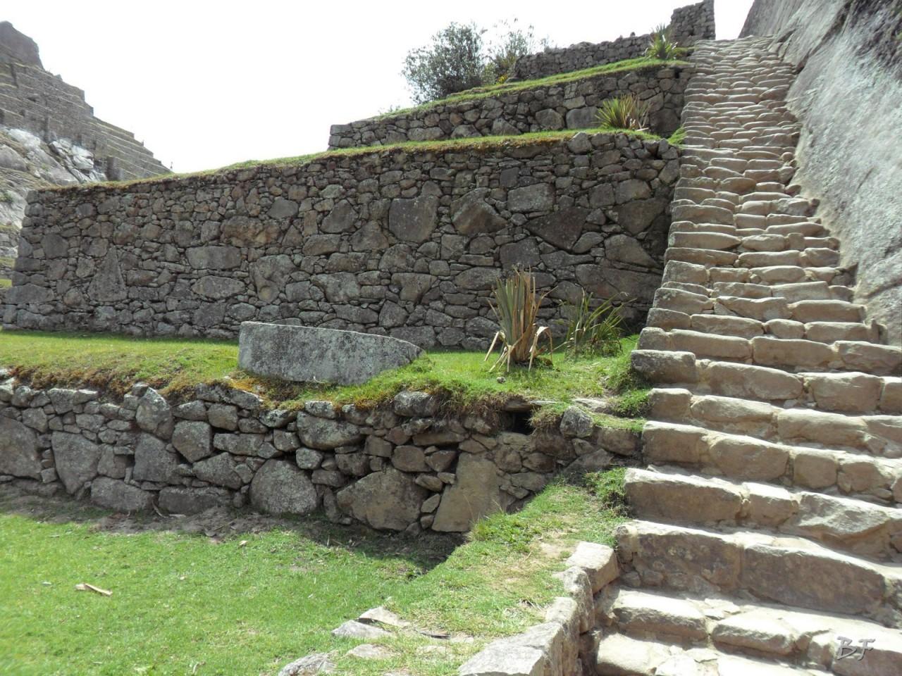 Mura-Poligonali-Incisioni-Altari-Edifici-Rupestri-Megaliti-Machu-Picchu-Aguas-Calientes-Urubamba-Cusco-Perù-144
