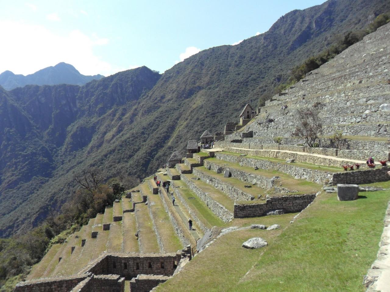Mura-Poligonali-Incisioni-Altari-Edifici-Rupestri-Megaliti-Machu-Picchu-Aguas-Calientes-Urubamba-Cusco-Perù-15