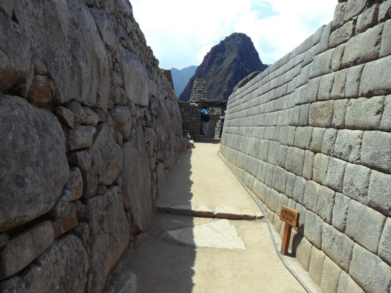 Mura-Poligonali-Incisioni-Altari-Edifici-Rupestri-Megaliti-Machu-Picchu-Aguas-Calientes-Urubamba-Cusco-Perù-170