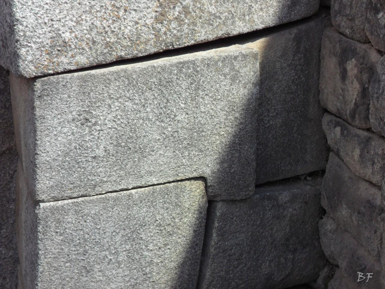 Mura-Poligonali-Incisioni-Altari-Edifici-Rupestri-Megaliti-Machu-Picchu-Aguas-Calientes-Urubamba-Cusco-Perù-2